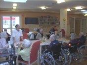 Senioren im Aufenthaltsraum